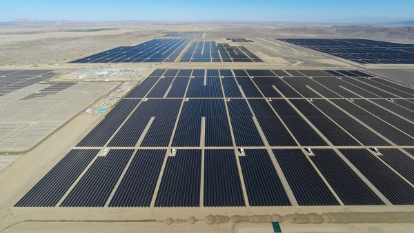 antelope_valley_solar_ranch_8_adj1